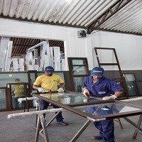 Instalação de esquadrias de alumínio com contramarco